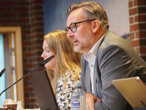 VARM MOTTAKELSE: Henvendelsen fra Stavanger ble tatt svært godt imot av ordfører Jarle Nilsen og medlemmene i formannskapet.