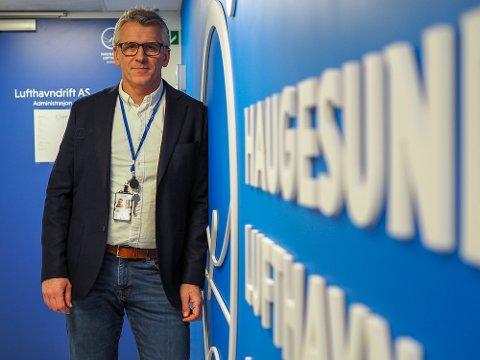ØKER TILBUDET: Kommersiell leder Pål Visnes på flyplassen.