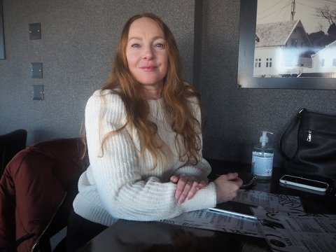 FORNØYD: Hilde Gunn Stange var en av mange som torsdag benyttet muligheten til å gå på restaurant i Kopervik igjen.