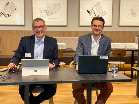 SIGNERING: Daglig leder i Omega 365 Solutions, Svein Tore Haraldseid (t.v.), og Håkon Isdal Selmer, prosjektstyringssjef i Bane NOR.