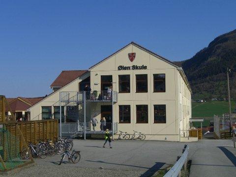 KLASSEROM STENGT: Et klasserom på Ølen Skule er stengt etter at en ansatt oppdaget en rar lukt der.