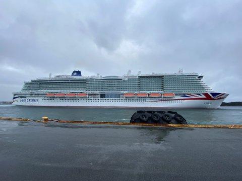 PÅ VEI: MS «Iona» forlater Haugesund.