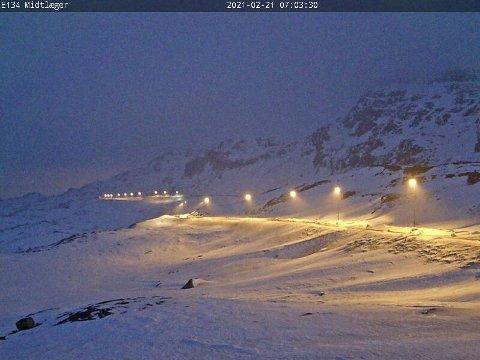 ÅPENT: Søndag morgen er det åpent over Haukelifjell. Det blåser liten kuling. Her fra Midtlæger.