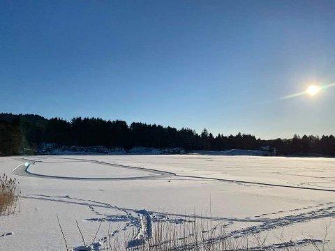 IDYLL: Noen har tjuvstartet skøytegåingen på Skeisvatnet fredag formiddag, men i 13-tiden kom beskjeden. Nå er også Skeisvatnet og Eivindsvatnet klarert av Haugesund kommune.