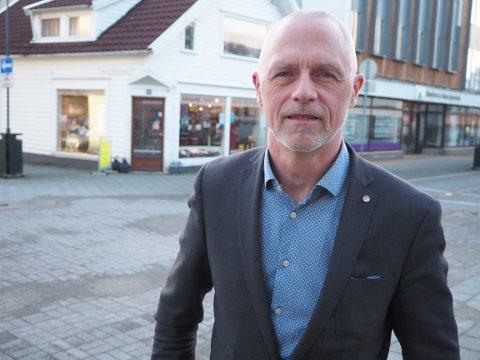 BEKYMRINGSFULL: Det sier næringssjef Per Velde i Karmøy om smittesituasjonen.
