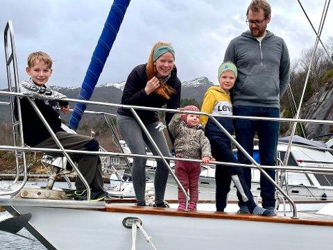 Den flytende familien minus 1: F.v.: Jonas, Annbjørg, Sofie, Peder og Eirik Lygre. Sonja var ikke med på bildet.