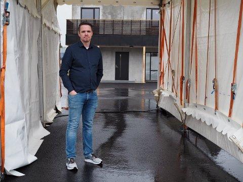MINDRE TRAFIKK: På teststasjonene vil det framover bli langt mindre testing, sier smittevernlege Martin Eikrem i Karmøy kommune.