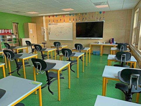 RØDT NIVÅ: Et av klasserommene på Rubbestadneset skule.