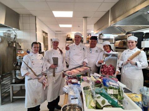 ELEVER: (f.v) Tone Avali, Jeanette Raa , Steinar Norbert Szramkowski,Steinar Rønnevik, Sandra Willassen og Cecilie Helgesen på kjøkkenet.