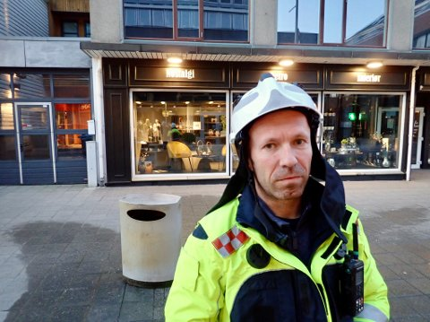 BRANNSJEF:  Jan Ove Solstrand og kollegene måtte håndtere brann i flere søppeldunker søndag kveld.
