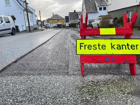 VEI: Rogalandgata lappes sammen på steder hvor det har vært dårlig asfalt.