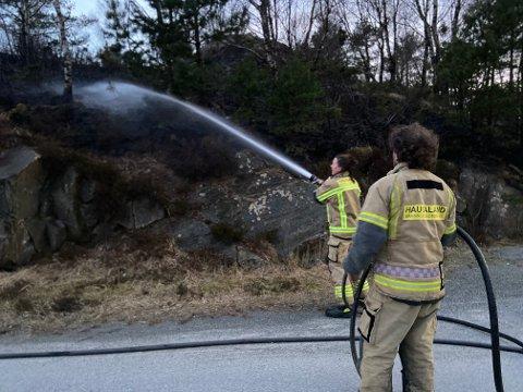 UTRYKNING: Brannvesenet var raskt på stedet, og fikk slått ned flammene på Frakkagjerd.