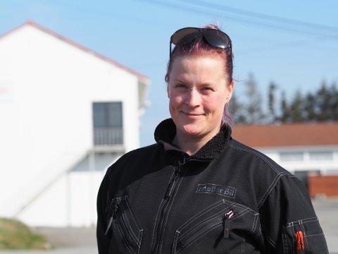 FØLGER DRØMMEN: Sandra Yvonne Willassen drømte om fagbrevet for flere år siden. Nå er hun i gang. – Jeg har satt meg et mål. Jeg skal fullføre og jeg ser at jeg er på himla god vei, sier hun.