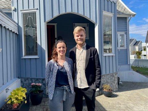 JA TIL JOBB: Susanne Svendsbø og Joakim Steine bruker den tida det tar å forvandle sitt nye hus til drømmeboligen.