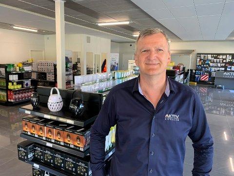 NY FORHANDLER: Øystein Tveit er avdelingsleder ved Aktiv Caravan Haugalandet som har etablert seg på Hanaleite næringspark i Sveio.