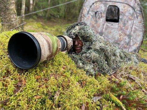 TÅLMODIG: Steinar Ågotnes (46) strekker seg langt for å fange de beste bildene av dyrelivet. Er du utålmodig bør du holde deg langt unna denne jobben.