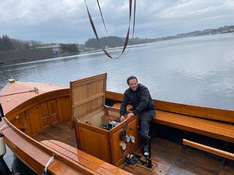 SMYKKE: Hans Inge Østhus (31) har brukt åtte år på bygge 24 fot stor tresnekke.