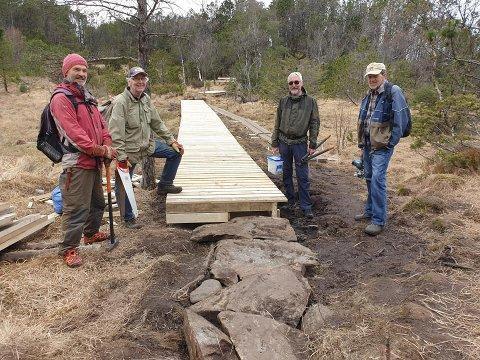 DUGNAD: Denne gjengen fra Turistforeningen har bidratt til oppgradering av turstien opp til Presten. Fra venstre: Terry Breirem, Arne Rossebø, Kjell Dueland og Reidar Kvilhaug.