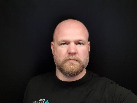 HAR OPPDAGET EN REKKE FEIL: Nils Johan Gabrielsen ber folk sjekke kvitteringen.