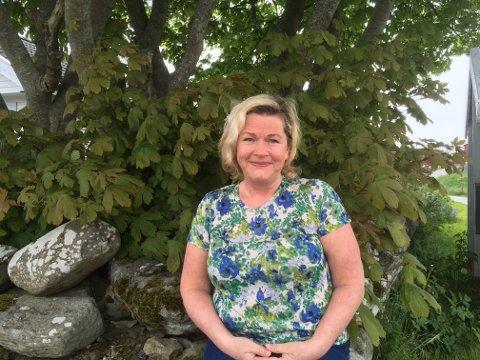 STILLER OPP: – I de to timene vi er hos hver familie utgjør vi en forskjell. Det føles utrolig godt å kunne bidra, sier Kate Bårdsen.