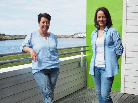 LETT VALG: Hanne Skår og Siv Doris Kristoffersen har flyttet fra eneboliger og inn i det nye leilighetskomplekset i havgapet i Åkrehamn.