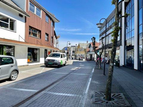 SKADEVERK: Hærverket ble gjort i en bedrift i Hovedgata i Kopervik.