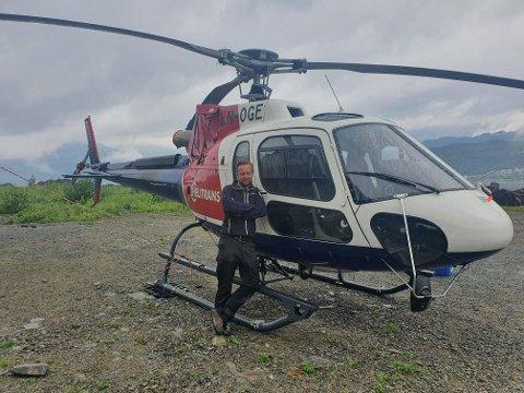 PARAT: Helikopterpilot Sven Magnus Lie er i beredskap i Sauda i helgen. Han er klar til å sveive i gang rotorbladene på brannhelikopteret på kort varsel.
