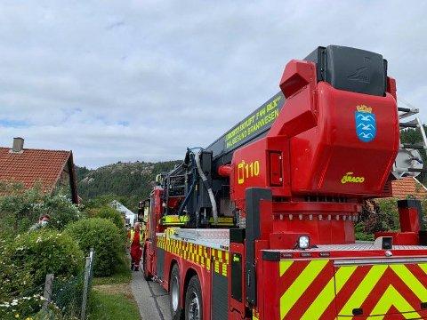 RYKKET UT: Det ble raskt kontroll på stedet etter at brannvesenet kom fram.