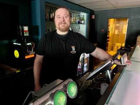 FULL ÅPNING: Tom Arne Fredriksen på Bytunet Nattklubb gleder seg over normale åpningstider igjen fra fredag av.
