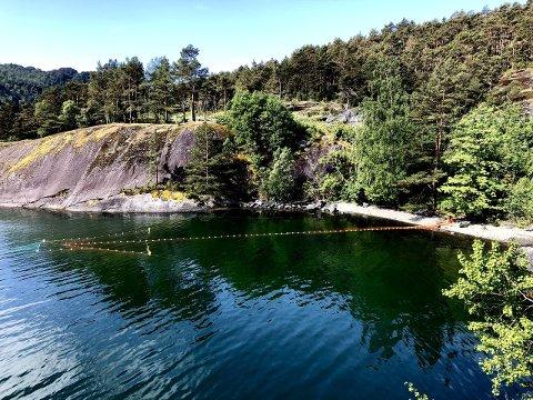 STJÅLET: En flere hundre kilo tung lakseruse er stjålet ved Seldalsvika i Etnefjorden.