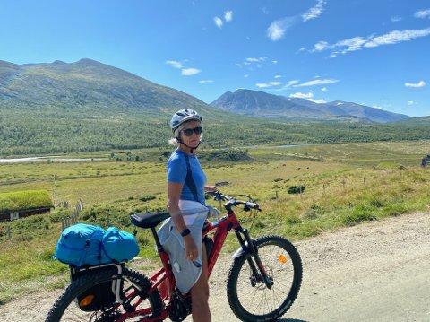 PÅ TUR: Nina Carstens er glad i dra på tur med elsykkelen sin. Nå er den stjålet.