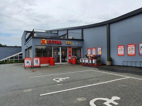 LUNSJBESØK: Ansatte og kunder på Coop Extra i Haugesund fikk seg en overraskelse lørdag formiddag.