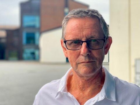 Geir Johnstad jobbet som yrkesfaglærer i 35 år. Han mener karakterene ungdommene får på videregående bare et er sorteringssystem. – Vi har ikke funnet noe bedre måte å gjøre det på, sier han.
