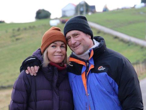 FØRSTE NORGESBESØK: Ingebjørg Helland Scarpello og den amerikanske kjæresten Douglas Moore på tur på Spanne.