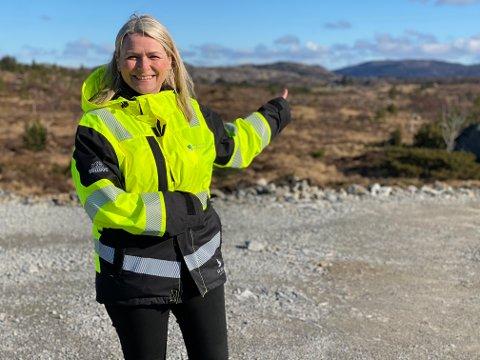 VIDERE: Onsdag ble det klart at Haugaland Næringspark er i finalen for den store fabrikketableringen. Her er daglig leder Tiril Fjeld på området.