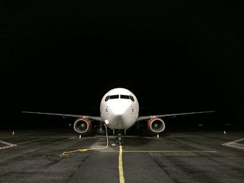 RUSER MOTORENE: Vil du til Syden, er det bare å finne fram kofferten. Allerede i oktober letter første fly som skal sørover fra Haugesund lufthavn.