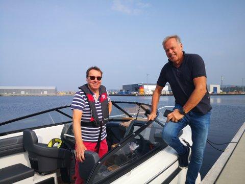 RETTMESSIG EIER: Arild Kildal Olsen (t.v.) og Lars Magne Espeland er fornøyde. Båten er tilbake i gode hender.