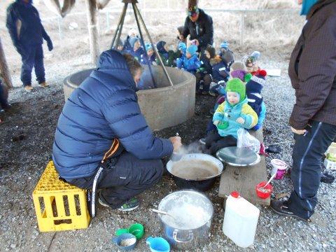 Segelbergan barnehage markerer samefolkets dag.
