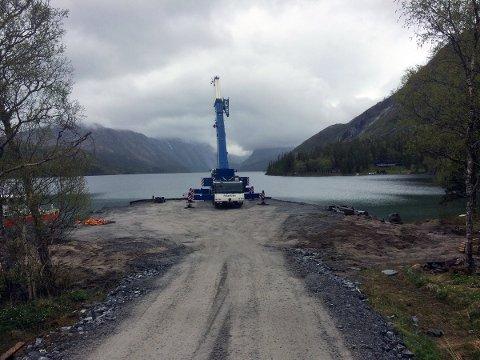 Anleggsarbeid ved Storvatnet. Utbyggingen av Vassenden kraftverk er i gang.