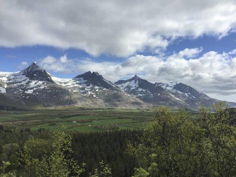 UTSIKT: Ingunn Stemland beskriver en tur fra Kleivskaret til Stokkaåsen og skryter av utsikten fra turen. – Det er perfekt natur, og en veldig fin utsikt, sier hun.  FOTO: PRIVAT
