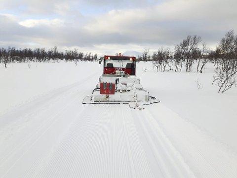 STRAKS KLARE: Daleng Scooter & Service er ansvarlige for kjøre opp og stake ut hele løypenettet i Hattfjelldal kommune.
