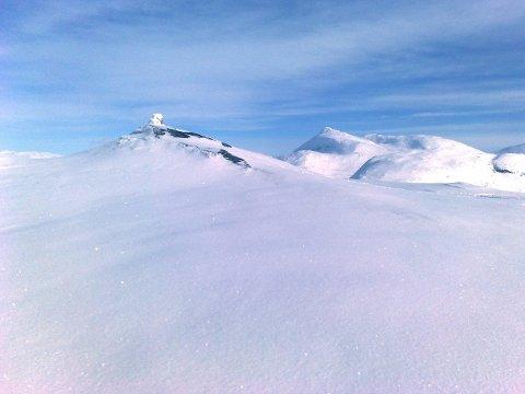 PÅSKEFJELL: Ølløvtua på Reinfjellet sett mot Brurskanken. Foto: Asbjørg Sande