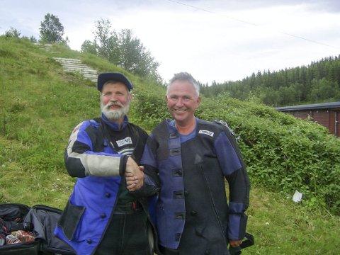 DOBBELTSEIER: Åge Steinslett (t.v.), Hattfjelldal og Steinar Aufles, Mosjøen tok dobbelseier på feltskytingen i NNM i helga. FOTO: GUDMUND RØSDAL