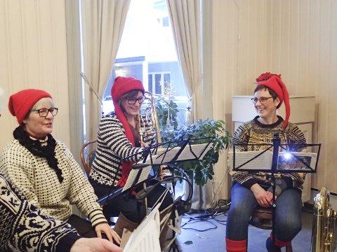 Julestemning: Knus sine Høner og Christin Eriksen bidro med julemusikk og julestemning.