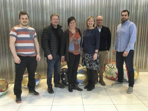 Delegasjonene: F.v. Roar Isaksen fra Marin Harvest, Rune Lie Gjeseth SVs, Ann Kristin Aaker fra LetSea, Sylvi Halseth SVs, Are Flatøy SVs  og Robert Blomsø SVs.