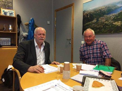 SLUTT: Helgeland Veiutvikling AS blir et datterselskap av det nye og regionale Bompengeselskap Nord AS. Jann-Arne Løvdahl (t.v.) og Bjørn Helge Hansen