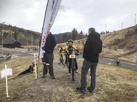 Seline Vatshaug spent før start i det første terrengrittet i år.