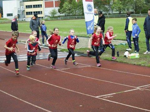 Starten for de aller yngste som løp 400 m