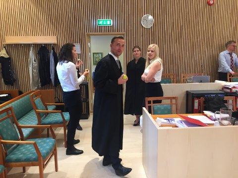 Advokat Arne Johansen er forsvarer for en av de tiltalte sønnene.