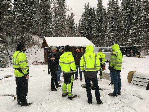 Underentreprenør, representantar fra Vefsn kommune, leirsjef og Forsvarsbygg var til stede ved overleveringen av renseanlegget på Drevjamoen torsdag 29. november.